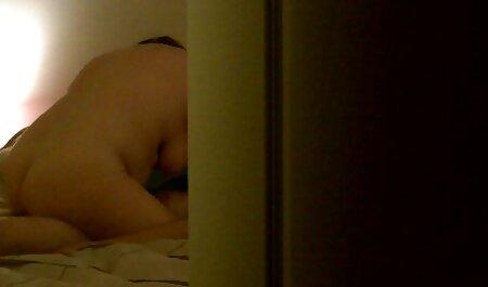 男は雌犬の膣を舐め、彼女はラテックスと兼で覆われています 女の子 の ため の えっち 動画
