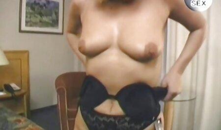 キッチンでゴージャスなiolantaをねじ込む男 女の子 の ため の エッチ ビデオ