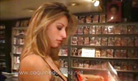 若い雌犬は彼女の母親からバイブレーターを盗んで、自分自身を性交し始めた 女の子 ため の エロ 動画