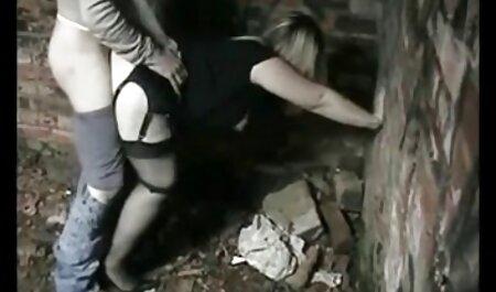 セクシーな女の子toyedとともに友人とねじ込みに濡れた膣 女の子 専用 エッチ 動画