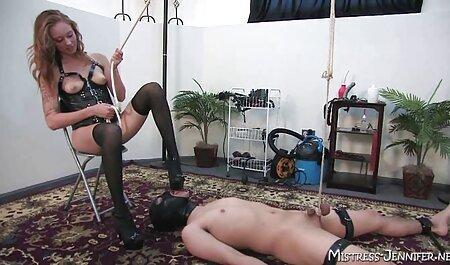 雌犬は特に買い物に行くために脱衣室でコックを吸う 女の子 の ため の エロ 動画